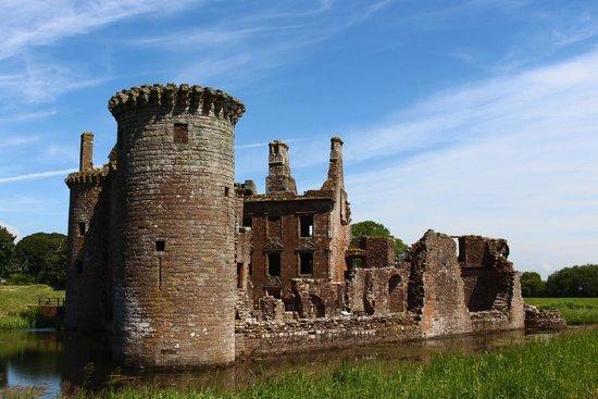 Caerlaverock Castle: Rear view and Moat