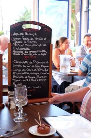 Le Provençal : One of the daily menu boards