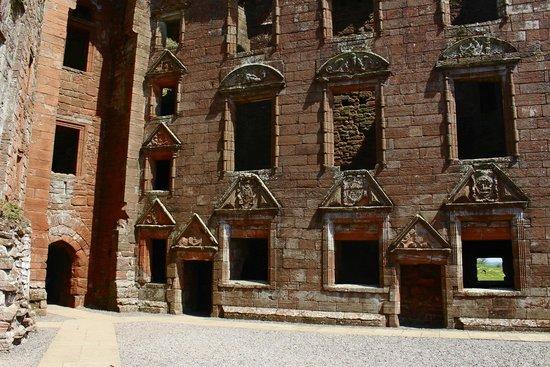 Caerlaverock Castle: Interior