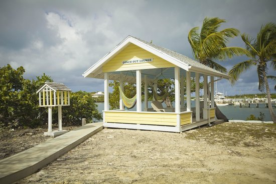 Linton's Beach Cottages: Conch Out Lounge on Black Sound