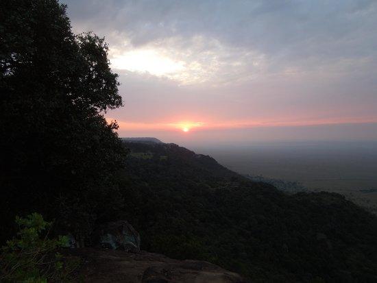Mara Engai Wilderness Lodge: Sun rise over the Mara escarpment