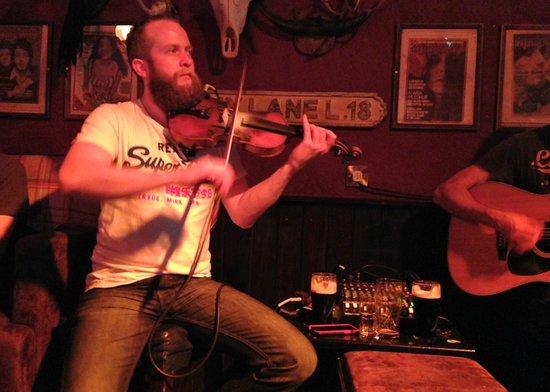 Bad Bobs Temple Bar: Fabulous, fiddle and familiar fun