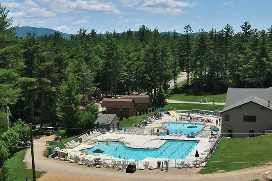 Danforth Bay Camping & RV Resort: Deluxe Cabins and pool area