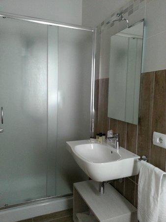 Hotel La Pineta: doccia molto grande