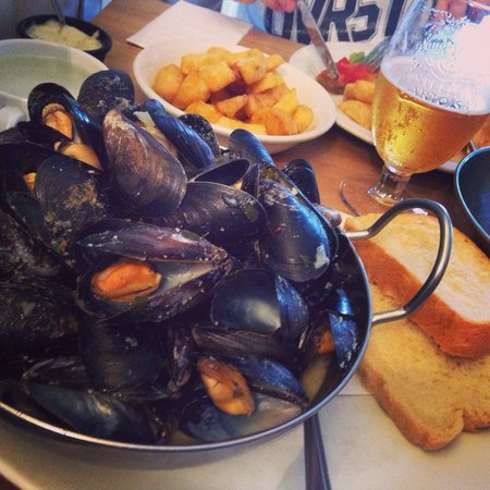 The Fish Factory: Lush mussels shame the bread wasn't warm but still good ! ��