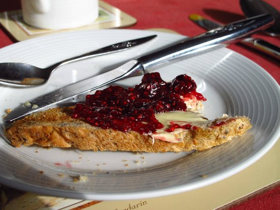 Fingle Bridge Bed and Breakfast: Breakfast is plentiful and here we have toast with homemade Raspberry preserves from Liz