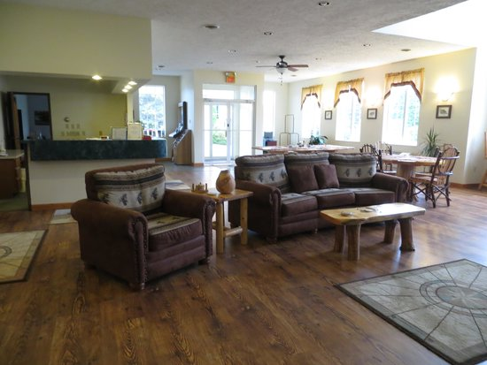 Cedarville Lodge : Welcoming foyer and registration desk