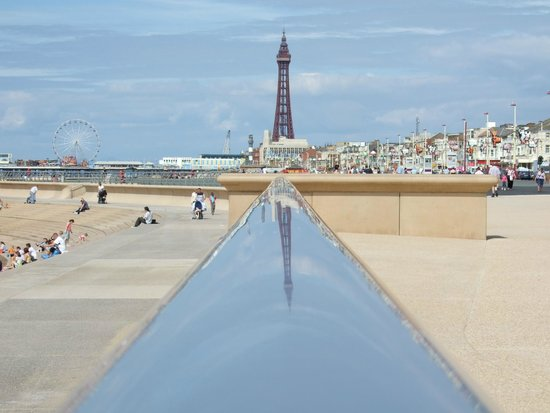 Coast Apartments: view of Blackpool Tower from central beach