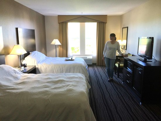 Hampton Inn & Suites Mountain View: Spacious, light filled rooms