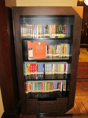 Country Inn & Suites By Carlson, New Orleans French Quarter : Books you can check out!