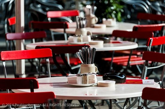 Früh am Dom: Outdoor tables at Frueh
