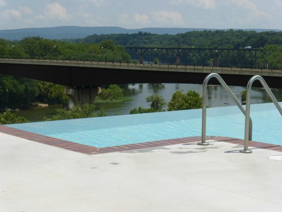 Bavarian Inn: View from the infinity pool looking out over the Potomac River.