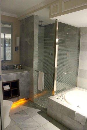 Iberostar Grand Hotel Rose Hall: Great sized Bathroom