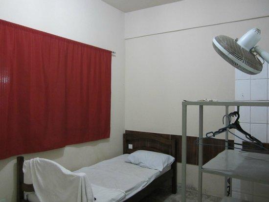 Hotel Dez de Julho: Room in hostel