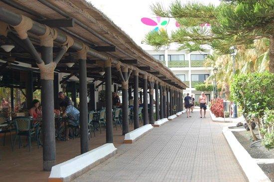 Blue Sea Costa Bastian: Um dos corredores principais
