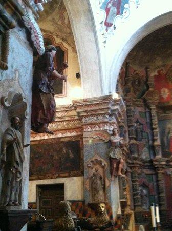Mission San Xavier del Bac : Inside