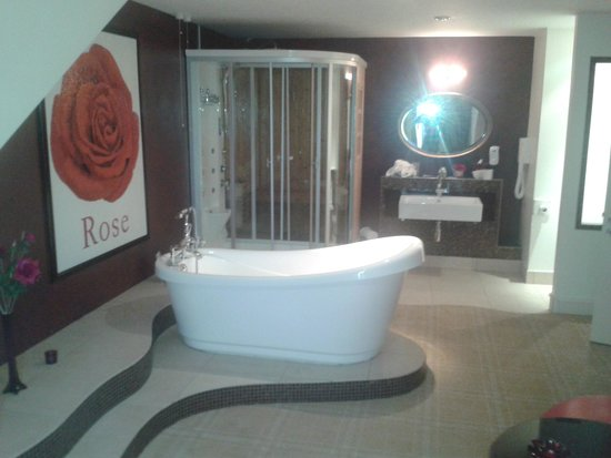 Jackson's Hotel : Beautiful Bathroom in honeymoon suite