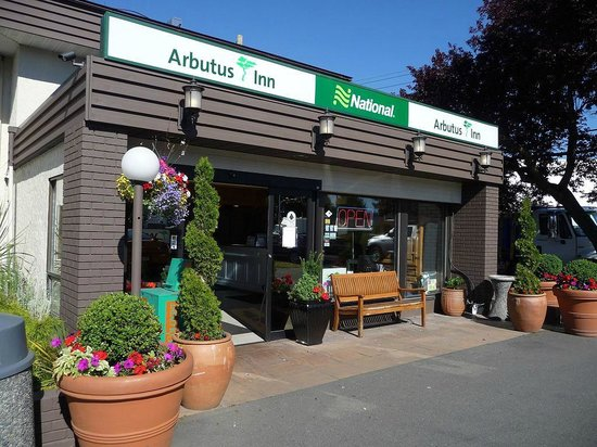 Arbutus Inn : Hotel Entrance