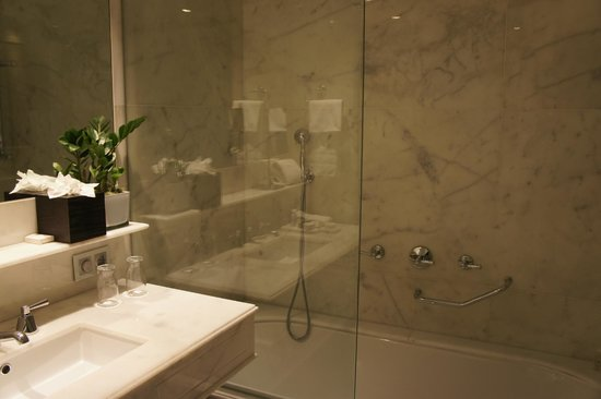 Majestic Hotel & Spa Barcelona : Bathroom