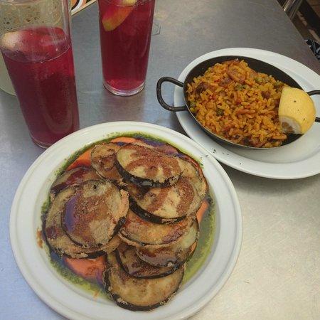 Levies Cafe-Bar: Paella e Melanzane con Salmorejo