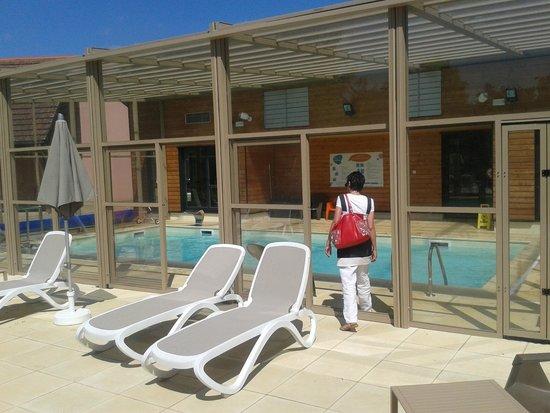 La piscine et l 39 espace forme picture of vvf villages for Piscine obernai