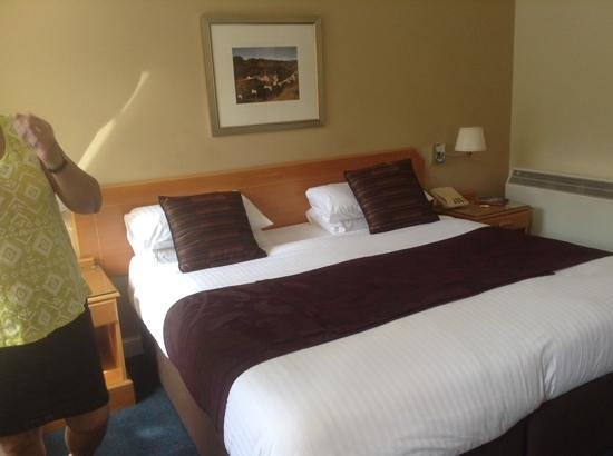 New Lanark Mill Hotel: king size bed