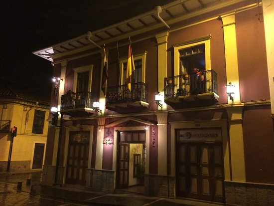 Casa San Rafael: Hotel at night