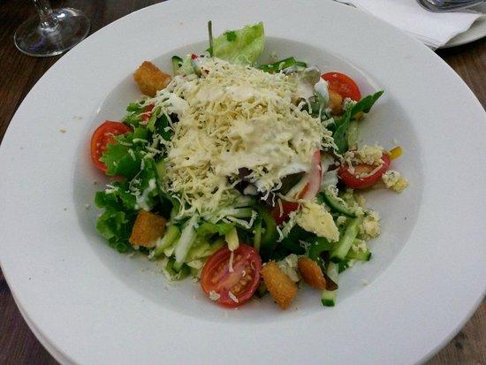 Press Club: Roquefort green salad