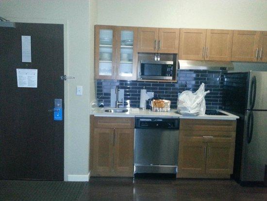 HYATT house Sterling/Dulles Airport-North: Full Kitchen
