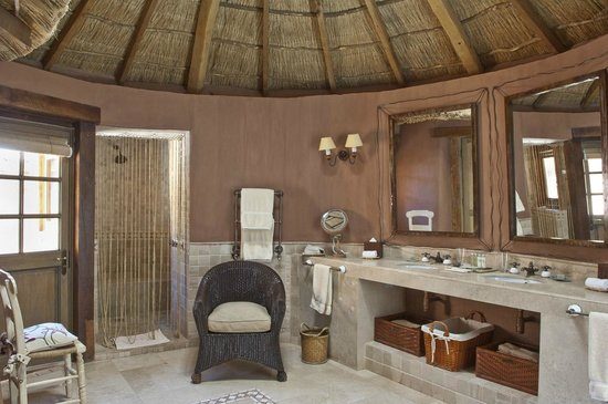 Awasi Atacama - Relais & Chateaux : Large bathroom in superior suite