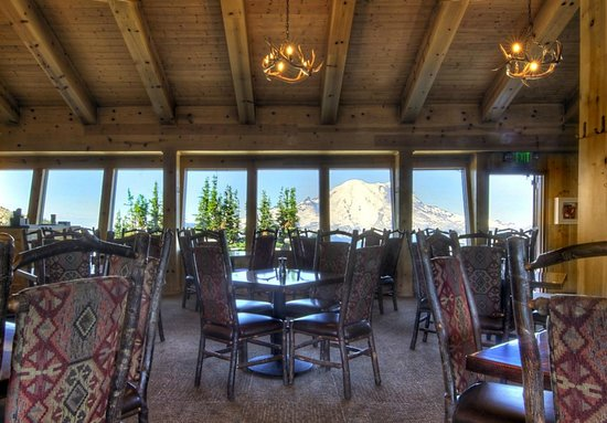 Summit House Restaurant: Summit Houe interior looking west, with view of Mt. Rainier