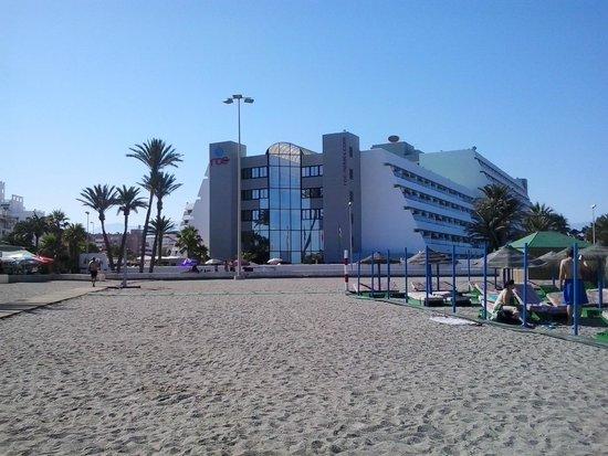Hotel Roc Golf Trinidad: vista hotel(desde la playa)
