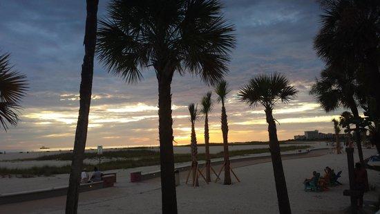 Bilmar Beach Resort : Sunset from pool