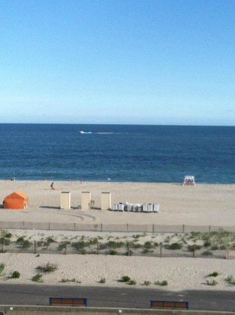 Ocean Club Hotel: The view from our 5th floor balcony!