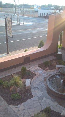 Hotel El Capitan: Courtyard