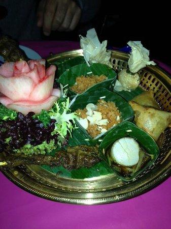 Blue Elephant : farandoles d'entrées, salade de poisson chat, noix de saint jacques, crabe...
