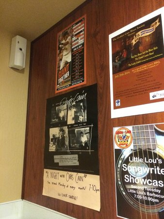 Little Lou's barbecue: Posters in the bathroom
