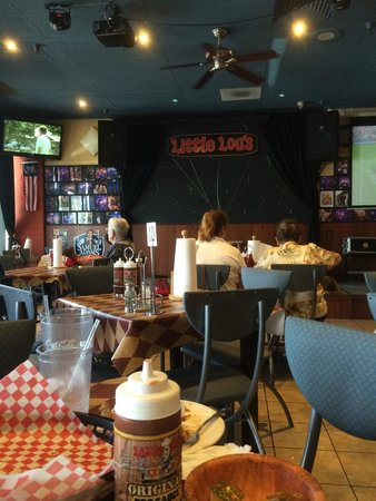 Little Lou's barbecue: Stage area