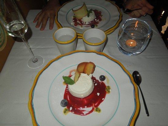Grem Le Club Restaurant : Dessert al caprino e frutti rossi