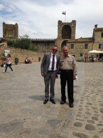 Ristorante Il Pozzo: In the Courtyard with our driver friend