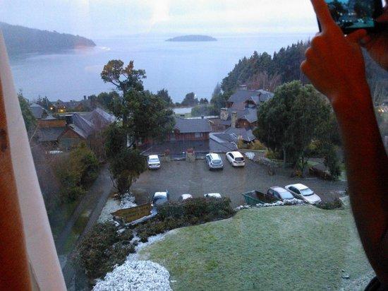 Nido del Condor Hotel & Spa: Vista da frente do quarto 31 / Nevando