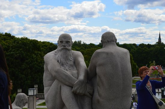 """Museo de Vigeland: I called these guys """"dumbledore"""" haha"""
