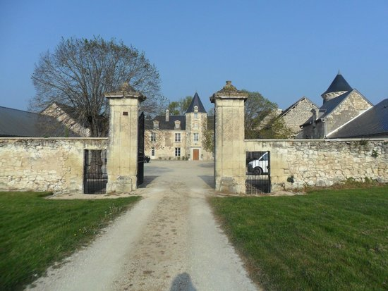 Loire Valley Retreat: Entrance to Chateau de charge