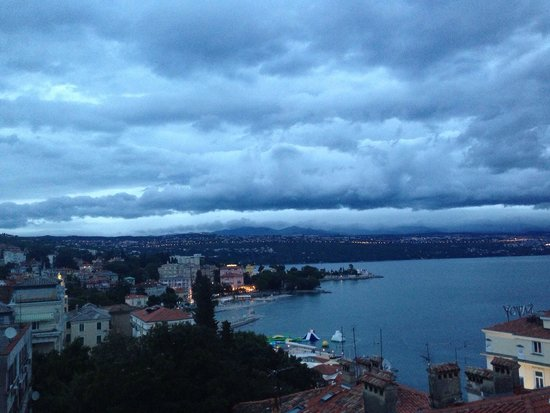 Hotel Astoria by OHM Group: View from our window in a cloudy day