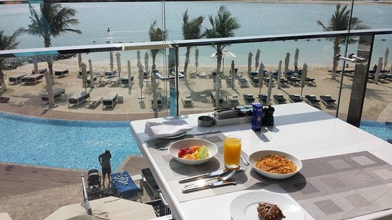 Rosewater: Beach breakfast!