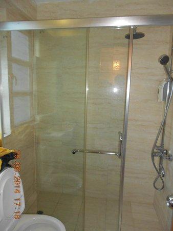 Ole London Hotel : Shower dan kloset