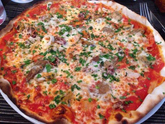 0039 Ristorante Italiano : Amazing seafood pizza