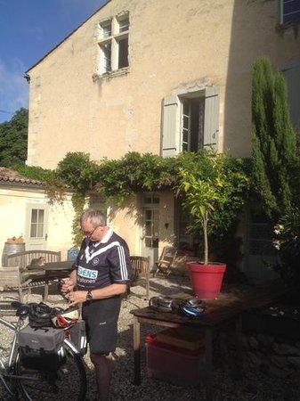Le Relais Des Remparts : Ready for bicycling.