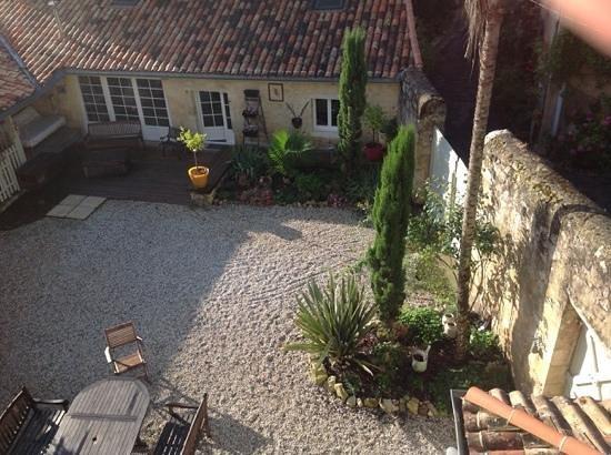 Le Relais Des Remparts : The patio
