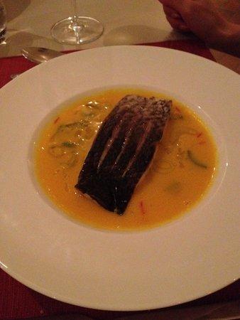 Assyrtico: Fish with nice & creative sauce